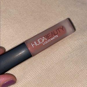 HUDA BEAUTY Makeup - Huda beauty Demi matte & liquid matte lipsticks